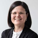 Portrait von Dr. Desiree Jung, Rechtsanwältin, in ihrer Kanzlei